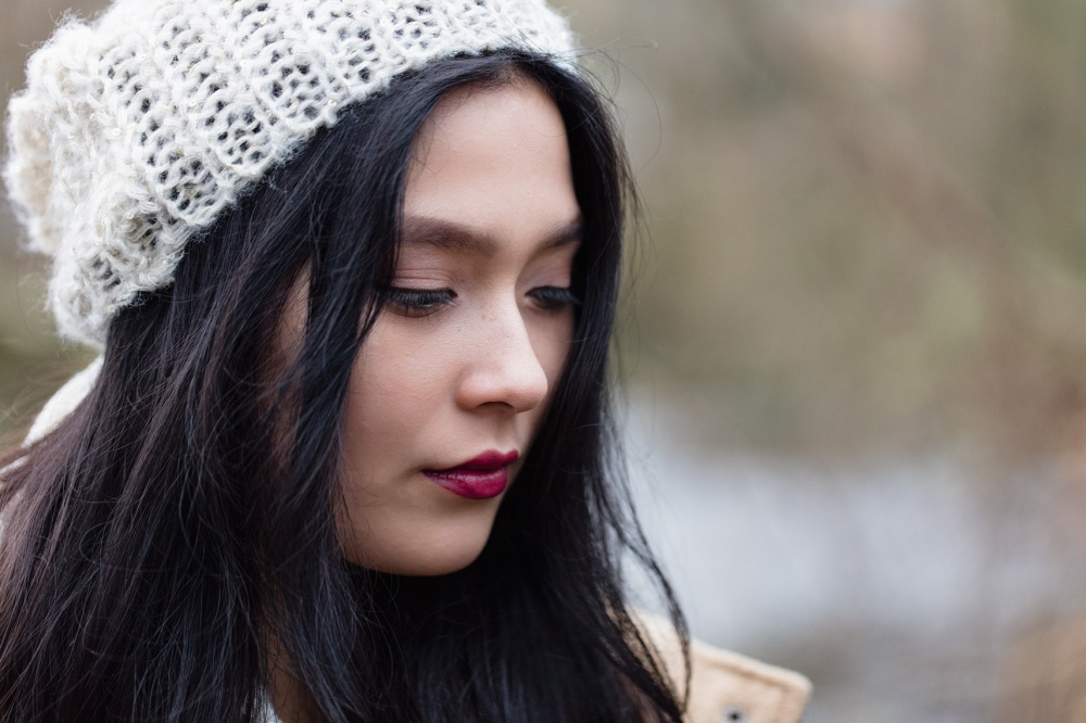 artful expression from girl with white hat looking and wondering to the side