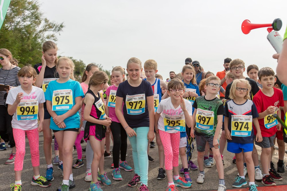 Children at the starting line of a race
