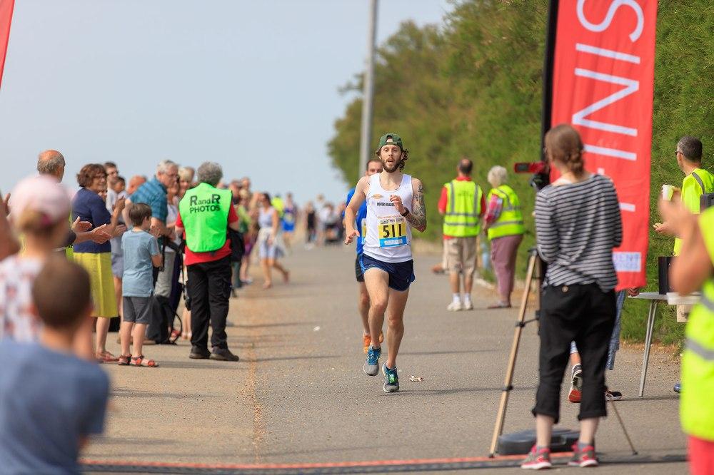 runners finishing 10 k race